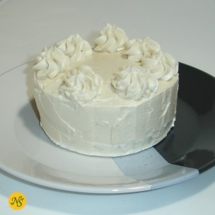 http://www.neessweets.com/41-414-thickbox/vanilla-cake-with-vanilla-bean-frosting-and-sprinkles.jpg